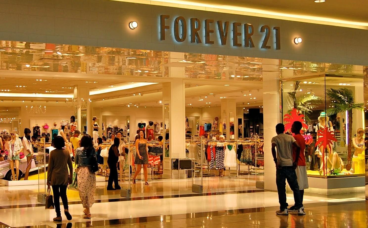 Os bastidores da Forever 21 no Brasil